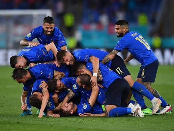 Tin HOT bóng đá 17/6: Ý trở thành đội đầu tiên đi tiếp ở EURO 2021
