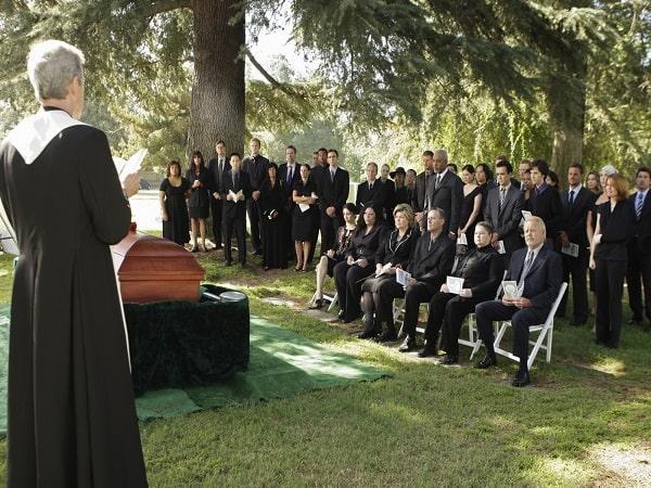 nằm mơ thấy đám tang vào 1 ngày nắng đẹp